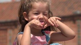 χαριτωμένο κορίτσι λίγα φιλμ μικρού μήκους