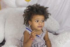 Χαριτωμένο κορίτσι αφροαμερικάνων στοκ εικόνα με δικαίωμα ελεύθερης χρήσης