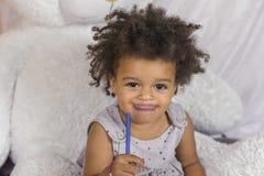 Χαριτωμένο κορίτσι αφροαμερικάνων στοκ εικόνες με δικαίωμα ελεύθερης χρήσης