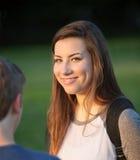 Χαριτωμένο κορίτσι εφήβων με τους φίλους Στοκ φωτογραφίες με δικαίωμα ελεύθερης χρήσης