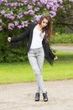 Χαριτωμένο κορίτσι με το ύφος μόδας Στοκ φωτογραφίες με δικαίωμα ελεύθερης χρήσης