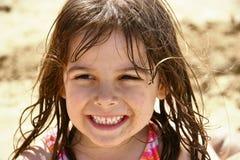 χαριτωμένο κορίτσι παραλ&iot Στοκ εικόνα με δικαίωμα ελεύθερης χρήσης