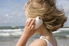 χαριτωμένο κορίτσι παραλ&iot Στοκ Εικόνες