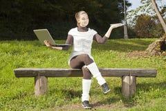 Χαριτωμένο κορίτσι στο δίλημμα Στοκ Εικόνες