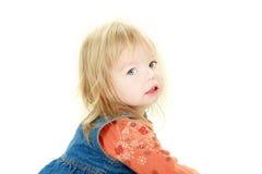 χαριτωμένο κορίτσι φωτογραφικών μηχανών που φαίνεται μικρό παιδί Στοκ φωτογραφίες με δικαίωμα ελεύθερης χρήσης