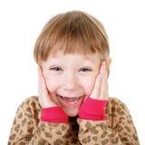 Χαριτωμένο μικρό κορίτσι στα χέρια εκμετάλλευσης πουκάμισων για να αντιμετωπίσει στην έκπληξη στοκ φωτογραφίες με δικαίωμα ελεύθερης χρήσης