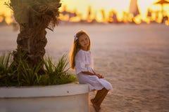 Χαριτωμένο μικρό κορίτσι στις θερινές διακοπές Στοκ Φωτογραφία