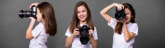 Χαριτωμένο μικρό κορίτσι brunette που κρατά μια κάμερα φωτογραφιών Στοκ φωτογραφίες με δικαίωμα ελεύθερης χρήσης