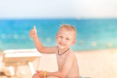 Χαριτωμένο μικρό παιδί με sunscreen επάνω Στοκ Εικόνες