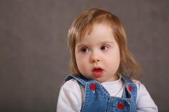 χαριτωμένο μικρό παιδί πορτ&rh Στοκ φωτογραφία με δικαίωμα ελεύθερης χρήσης