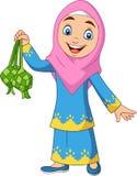 Χαριτωμένο μουσουλμανικό κορίτσι που κρατά ένα Ketupat απεικόνιση αποθεμάτων
