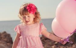 Χαριτωμένο μωρό με το μπαλόνι Στοκ Φωτογραφία