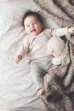 Χαριτωμένο μωρό στο κρεβάτι Στοκ Εικόνα