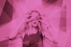 Χαριτωμένο νέο κορίτσι με το φως στούντιο Στοκ φωτογραφίες με δικαίωμα ελεύθερης χρήσης