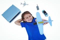 Χαριτωμένο παιχνίδι κοριτσιών με το αεροπλάνο Στοκ Εικόνες