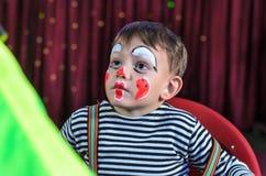 Χαριτωμένο παιδί με Mime Makeup για το σκηνικό παιχνίδι Στοκ εικόνα με δικαίωμα ελεύθερης χρήσης