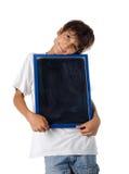 Χαριτωμένο παιδί που κρατά τον κενό πίνακα Στοκ Φωτογραφία