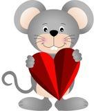 Χαριτωμένο ποντίκι που κρατά μια καρδιά Στοκ φωτογραφίες με δικαίωμα ελεύθερης χρήσης