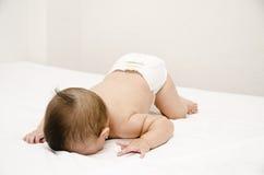 Χαριτωμένο πρόσωπο μωρών κάτω. Στοκ φωτογραφία με δικαίωμα ελεύθερης χρήσης