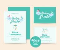 Χαριτωμένο πρότυπο απεικόνισης καρτών πρόσκλησης ντους μωρών θέματος σύννεφων Στοκ Εικόνες
