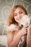χαριτωμένο σκυλί λίγη γυν& Στοκ Φωτογραφίες