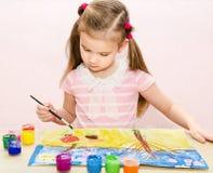 Χαριτωμένο σχέδιο μικρών κοριτσιών με το χρώμα και το πινέλο Στοκ Εικόνες