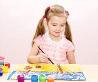 Χαριτωμένο σχέδιο μικρών κοριτσιών με το χρώμα και το πινέλο Στοκ φωτογραφία με δικαίωμα ελεύθερης χρήσης