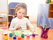 Χαριτωμένο σχέδιο μικρών κοριτσιών με το χρώμα Στοκ Εικόνα