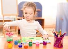 Χαριτωμένο σχέδιο μικρών κοριτσιών με το χρώμα Στοκ φωτογραφία με δικαίωμα ελεύθερης χρήσης