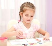 Χαριτωμένο σχέδιο μικρών κοριτσιών χαμόγελου με το χρώμα Στοκ Φωτογραφία