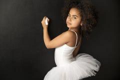 Χαριτωμένο σχέδιο χορευτών μπαλέτου με μια κιμωλία στοκ φωτογραφίες με δικαίωμα ελεύθερης χρήσης