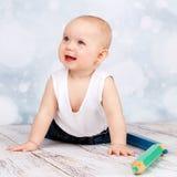 χαριτωμένο χαμογελώντας μικρό παιδί Στοκ Εικόνες