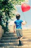 Χαριτωμένο χρονών αγόρι 6 στοκ φωτογραφίες