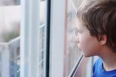 Χαριτωμένο χρονών αγόρι 6 Στοκ Εικόνες