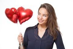 Χαριτωμένο brunette με ballons καρδιών Στοκ Φωτογραφίες
