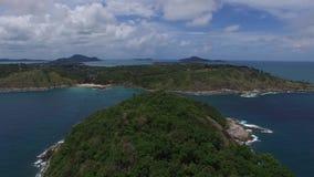 Χαριτωμένο seaview, νεφελώδης ουρανός, από ένα copter απόθεμα βίντεο