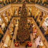 Χαρούμενα Χριστούγεννα από ένα εμπορικό κέντρο στο Άμστερνταμ στοκ εικόνα με δικαίωμα ελεύθερης χρήσης