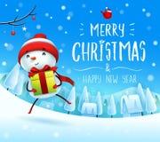 Χαρούμενα Χριστούγεννα! Εύθυμος χιονάνθρωπος με το δώρο παρόν στο χειμερινό τοπίο σκηνής χιονιού Χριστουγέννων ελεύθερη απεικόνιση δικαιώματος