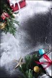 Χαρούμενα Χριστούγεννα και δώρο καλής χρονιάς στοκ εικόνες με δικαίωμα ελεύθερης χρήσης