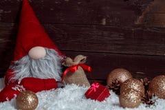 Χαρούμενα Χριστούγεννα και καλές διακοπές με το νάνο υπόβαθρο Χριστουγέννων Στοκ Φωτογραφία