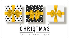 Χαρούμενα Χριστούγεννα και καλή χρονιά Ευχετήρια κάρτα με τα κιβώτια δώρων που τίθενται με το τόξο επίσης corel σύρετε το διάνυσμ διανυσματική απεικόνιση