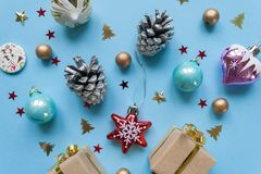 Χαρούμενα Χριστούγεννα και καλή χρονιά πρόσκληση συγχαρητηρίων καρτών ανασκόπησης Στοκ φωτογραφίες με δικαίωμα ελεύθερης χρήσης