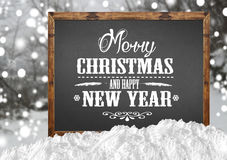 Χαρούμενα Χριστούγεννα και καλή χρονιά στον κενό πίνακα με το δάσος θαμπάδων με το χιόνι Στοκ φωτογραφίες με δικαίωμα ελεύθερης χρήσης