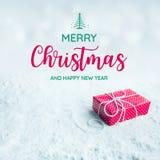 Χαρούμενα Χριστούγεννα και κείμενο καλής χρονιάς με το κιβώτιο δώρων, παρόν στοκ εικόνα με δικαίωμα ελεύθερης χρήσης
