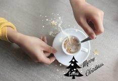 Χαρούμενα Χριστούγεννα με τον καφέ Στοκ εικόνα με δικαίωμα ελεύθερης χρήσης