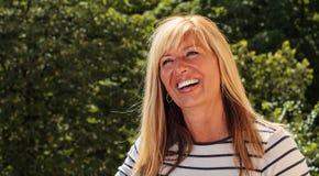Χαρούμενη ώριμη γυναίκα Στοκ φωτογραφίες με δικαίωμα ελεύθερης χρήσης
