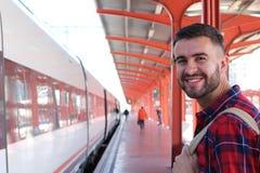 Χαρούμενος επιβάτης δημόσιου μέσου μεταφοράς με το διάστημα αντιγράφων Στοκ φωτογραφία με δικαίωμα ελεύθερης χρήσης