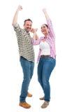 Χαρούμενος θρίαμβος εορτασμού ζευγών και αύξηση των χεριών επάνω στοκ εικόνες