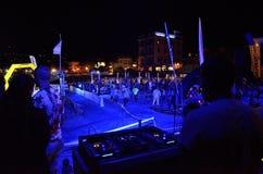 Χαρούμενος χορός ανθρώπων Στοκ φωτογραφία με δικαίωμα ελεύθερης χρήσης