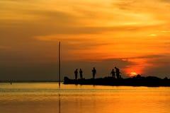 χαρούμενο ηλιοβασίλεμ&alpha Στοκ Εικόνες